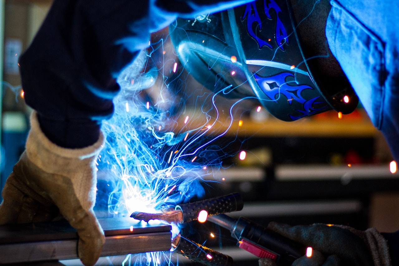 manufacturing-sparks-and-welding